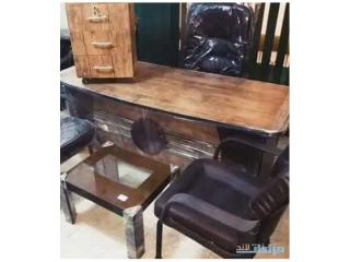 مكاتب مصري ويوجد خشب زان وكراسي مدير وانتظار
