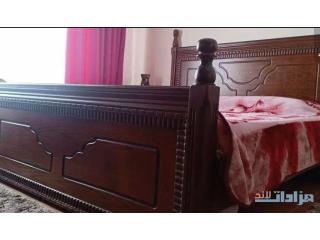 غرفة نوم للبيع بحالة ممتازة