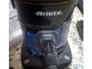 مكنسه كهربائيه بحاله جيدا جدا نوع Ariete
