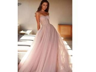 فستان سهرة من التول باللون الاصفر