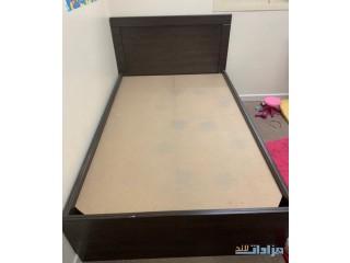 » سرير نفر ونص خشب ثقيل نظيف جدا الشرقيه