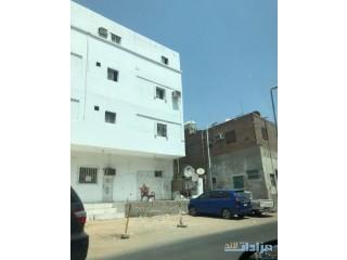 للبيع عماره سكنيه ع شارع السيره العطرة